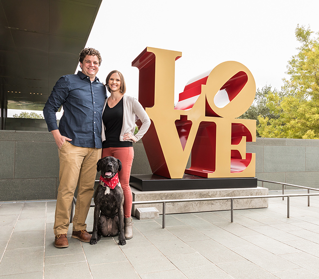 Family Photo Session - LOVE Sculpture (Pet friendly)