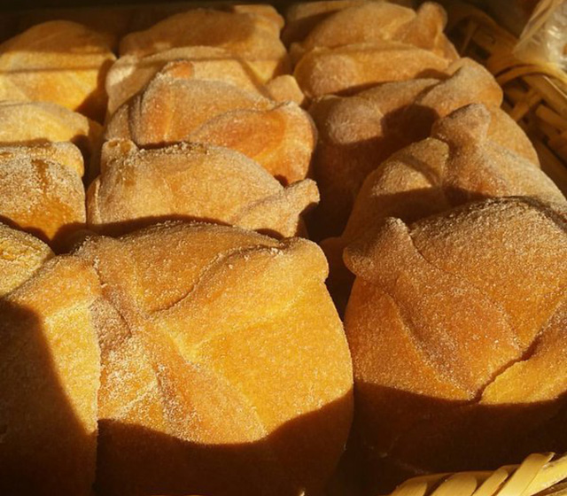 ArtFULL Wednesday: Food for Thought: Pan de Muertos (Bread of the Dead)
